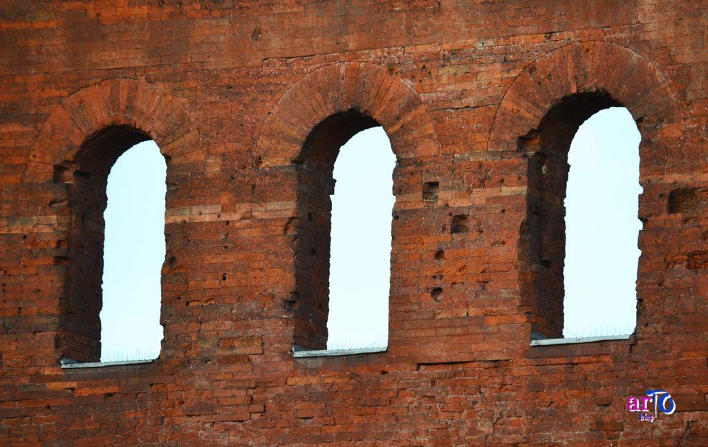 Porta Palatina - finestre ad arco