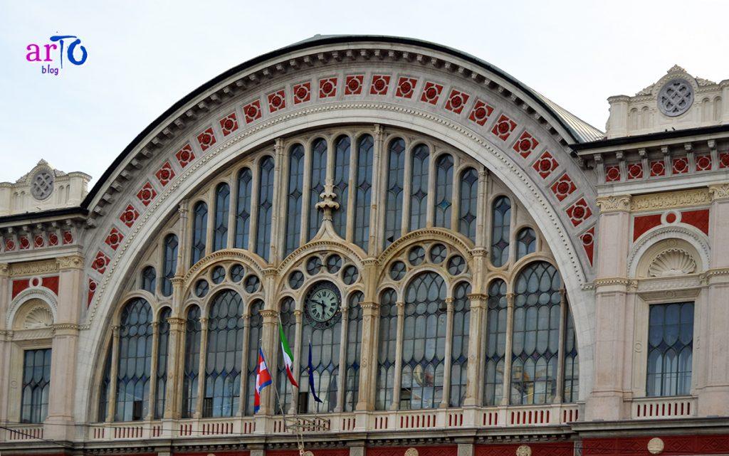 La mia galleria fotografica di Torino - Lunetta della facciata della stazione di Porta Nuova a Torino