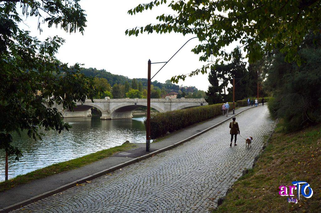 Lungo Po Armando Diaz con vista sul ponte Umberto I