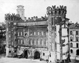 La porta Palatina fotografata nella seconda metà del XIX secolo prima dell'avvio dei restauri © Soprintendenza per i Beni Archeologici del Piemonte e del Museo Antichità Egizie.