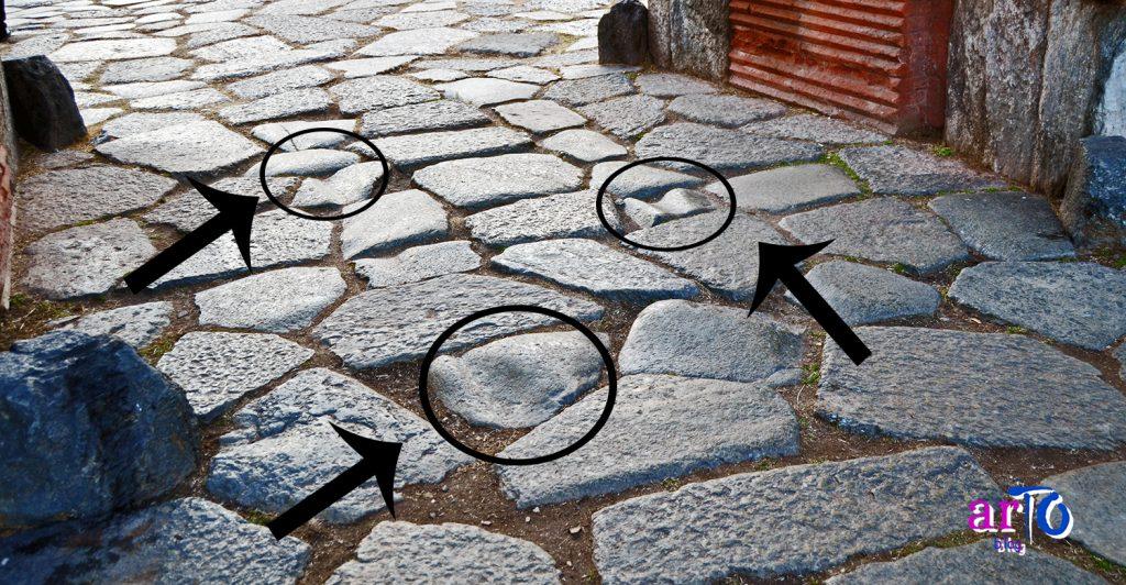 Le strade di Iulia Augusta Taurinorum - basolato con segni del passaggio dei carri alla Porta Palatina