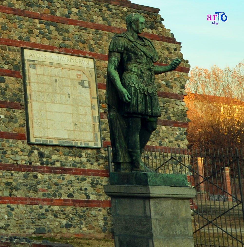 La statua di Giulio Cesare