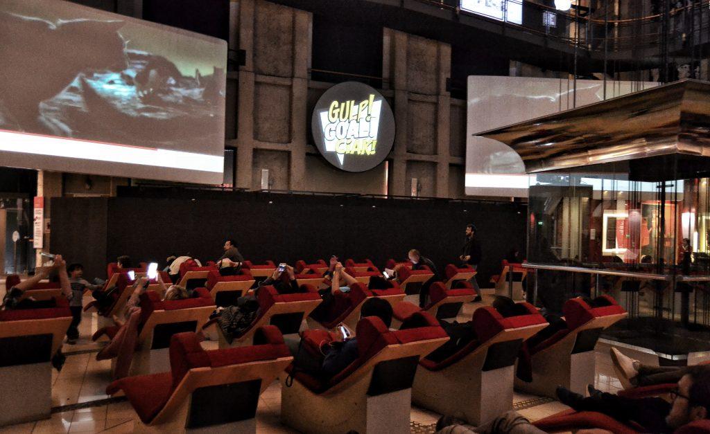 chaises longues rosse - museo nazionale del cinema torino