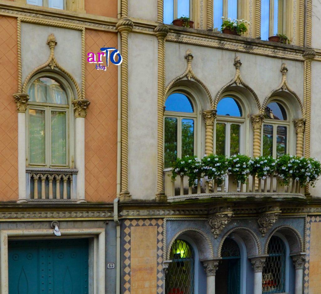 Palazzo mano misteriosa Torino