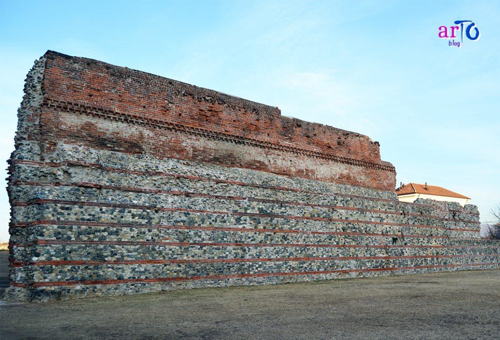 Torino romana - cinta muraria vicino alla Porta Palatina
