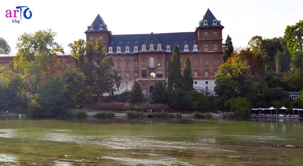 Castello del Valentino Torino facciata verso il Po