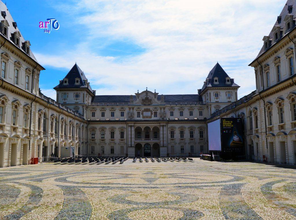 Il castello del Valentino corte interna